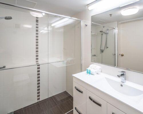 broadbeach-gold-coast-2bed-standard-apartments4