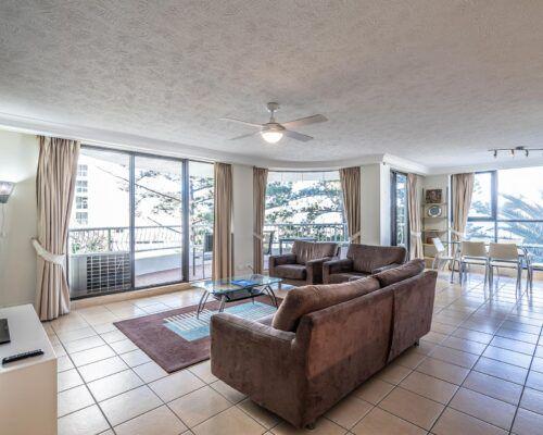 broadbeach-gold-coast-standard-apartments1