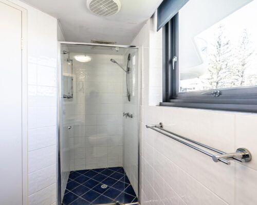 broadbeach-gold-coast-standard-apartments13