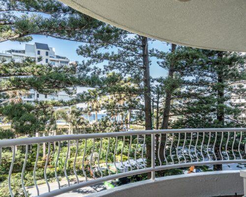 broadbeach-gold-coast-standard-apartments17