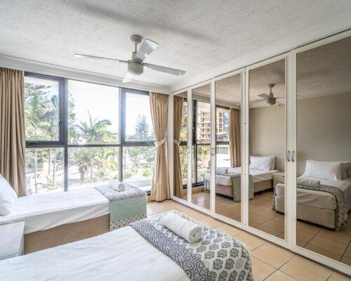 broadbeach-gold-coast-standard-apartments23