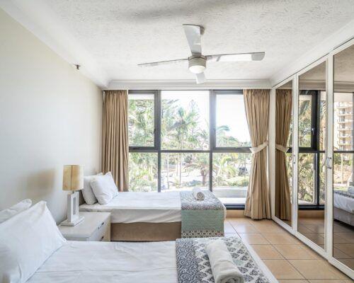 broadbeach-gold-coast-standard-apartments24