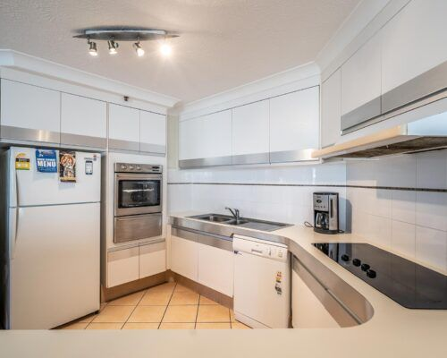 broadbeach-gold-coast-standard-apartments6