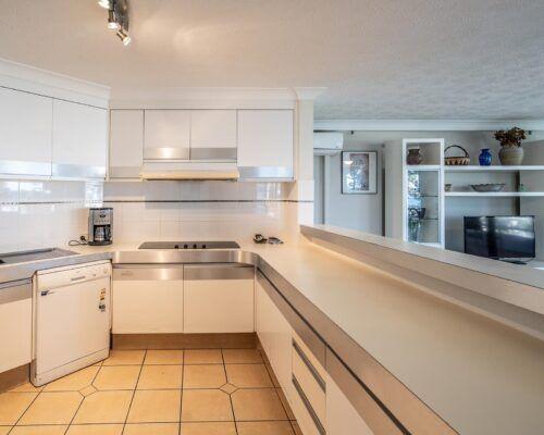 broadbeach-gold-coast-standard-apartments7