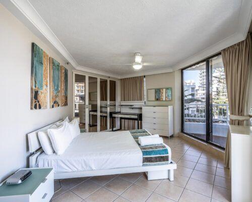 broadbeach-gold-coast-standard-apartments8